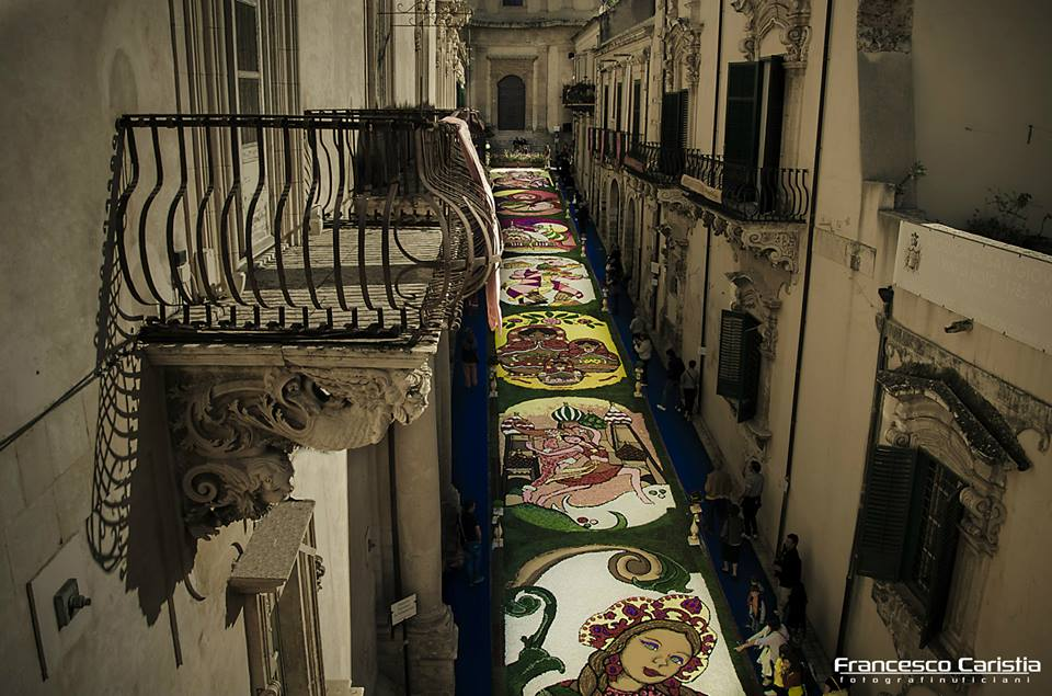 Balconi Via Nicolaci Infiorata